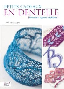 """livre """"petits cadeaux en dentelle"""""""